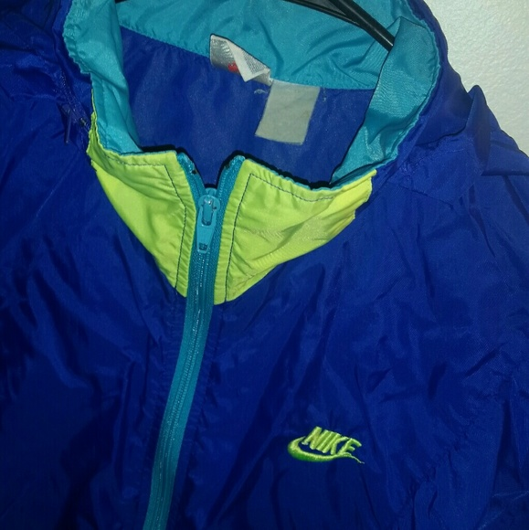 c5beec644ec3 ... Nike neon windbreaker jacket 🔥. M 5a53e00d31a376e09601dc40